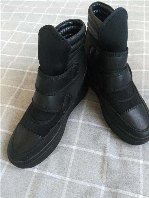 爱米爱卡牌子棉鞋,还有一双单鞋,有喜欢的可以联系我,全新没穿过,买回来就放着了