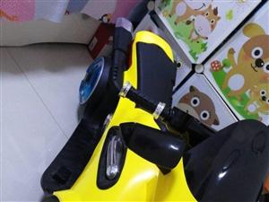 全新电动儿童摩托车,车身和轱辘都带灯,带早教机,能插内存卡,带u口,原装充电器和遥控器,大点的宝宝可...