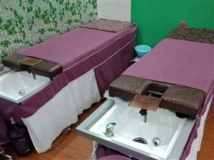 专业洗头头疗床,美容头疗两用,头疗床有两张,美容床有三张,带床套凳子,铁皮柜子一个500元