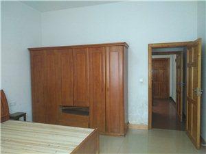 水东太平坊安置区3室 2厅 3卫1300元/月