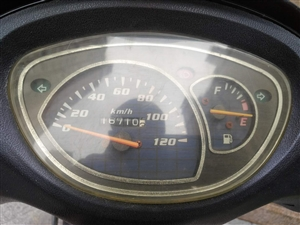 因为已购4轮,闲置女装摩托,7成新,4年多的车,才骑行一万六千多公里,因为比较少开!改装了大灯超亮走...