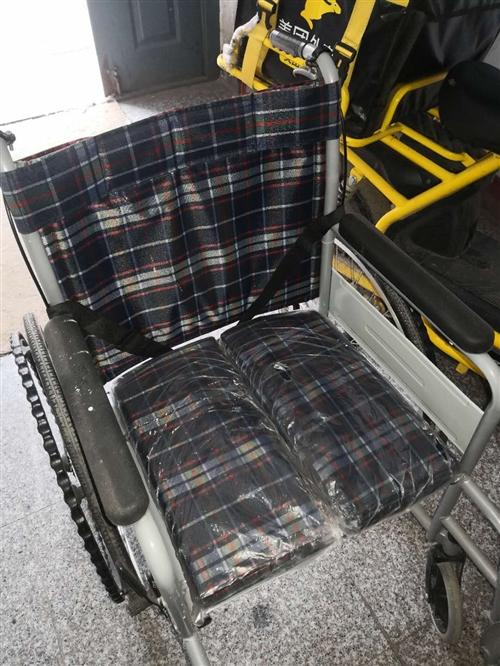折叠式轮椅,九五成新,本人用了几天,一口价二百元,360元买的。