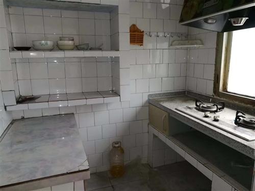 梓潼县二小附近5.6楼简单装修,澳门皇冠娱乐中