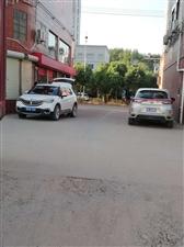 于都龙溪商街路口长期占用通道乱停车