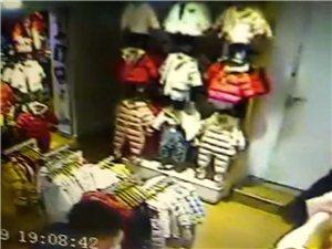 安康巴山路巴拉巴拉童装店今天下午七点左右小偷进店偷衣服