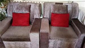 出售足疗用的沙发!因改行占地方出售!八九成新非常干净!
