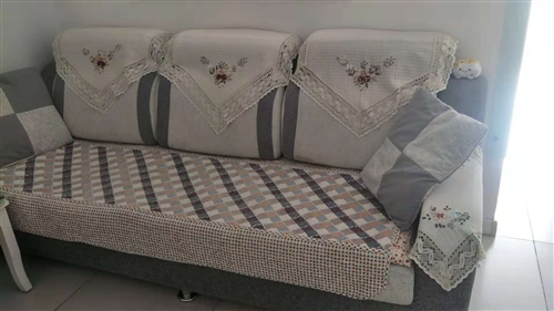 因换沙发床出售此沙发,保存较好!只接受同城,不管运费!