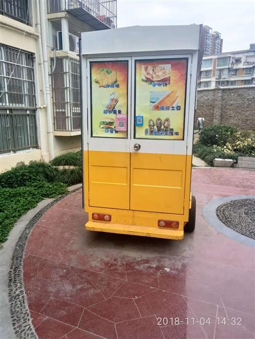 流动美食餐车,车身可以伸扩展,由于各种原因现在需要出手,水电瓶120安,六十付,可以带技术资料,还有...