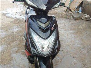 出售一辆踏板摩托车跑了1900百公里手续齐全 因回老家一口价1200低价处理电话1539326159...