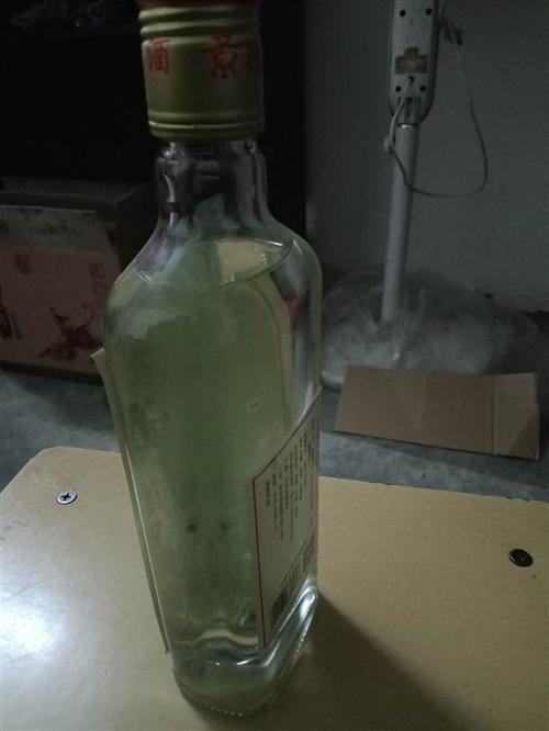 有一批山东名酒急需出手,有意者请电,非常适合团购和小包工头购买。低价低价非常低价。
