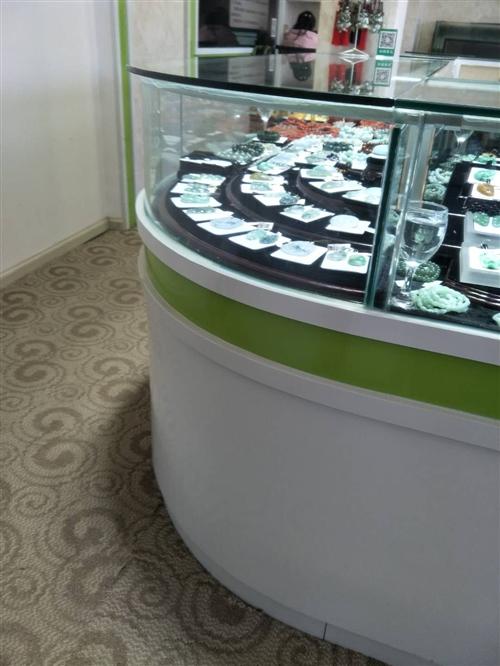 因店铺重新装修,现有珠宝柜台低价出售,价格面议,电话18987513755