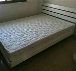 搬家带不走!双人床  饮水机  空调出售