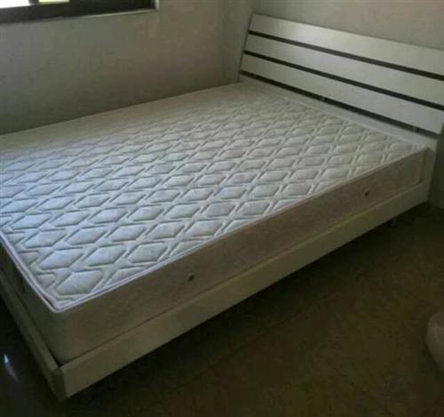 搬家帶不走!雙人床  飲水機  空調出售