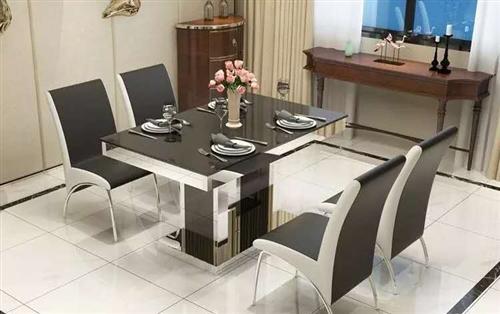 出售九成新餐桌850元,原价1800购入,使用不足一年,一桌四椅,可做餐桌会议桌书桌,尺寸为150*...