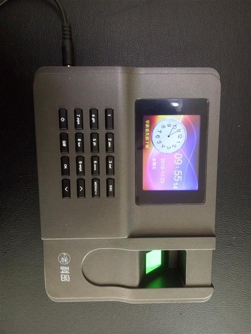 科密指纹打卡机,用了半年,买是299现在处理180不还价。9成新