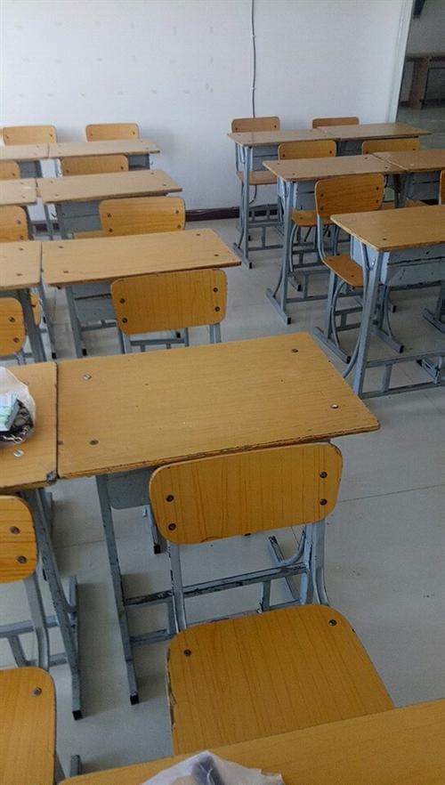 八成新学生用桌椅