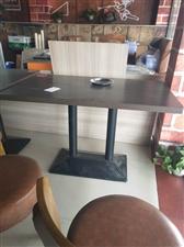 有7张桌子和2人桌4张
