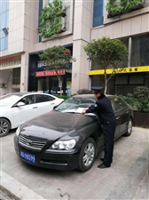 汉滨公安分局联勤执法大队加强城区人行道违法停车的管理