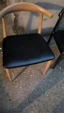 九成新的牛角椅,有棕色和黑色两种颜色