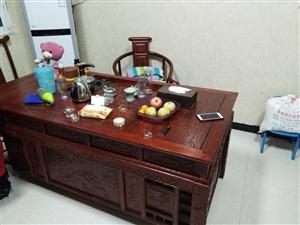 茶桌0.9/////1.8米一把主椅。四把副椅。电话。13569906451