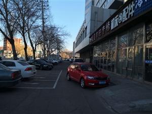 齐齐哈尔这个地段公用停车位被私人占用!谁来评评理