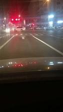 齐齐哈尔司机注意:这条路道路行车线标识混乱!小心别被罚!