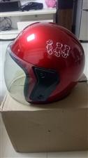 卖两个闲置摩托车电动车新头盔,九九成新,两个70元。