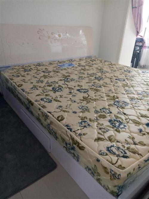 一米八,两米床,带床垫