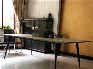 办公桌,全实木。非常结实。