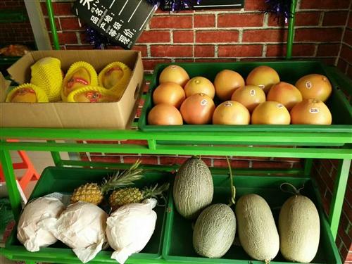 三层水果蔬菜架子,简洁方便省空间,一共八个每个80元,处理。