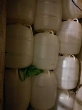 酒桶,装酒的塑料桶,装水100斤,散酒店下来的桶,99成新,都是刚刚下来的酒桶,数量有限,先到先得,...