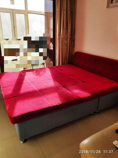 低价转让二手床,布艺带床垫和靠垫,八成新,床下可储存物品,原价2000,现价600处理!电话1365...