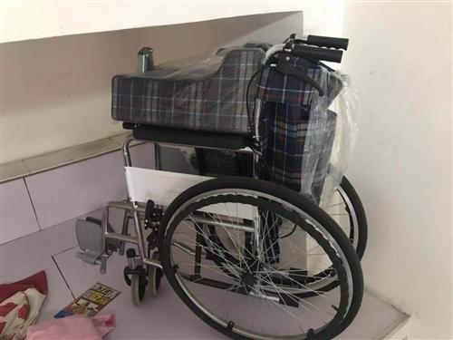 轮椅全新,买了都没用过。 护理坐便椅九成新,有意者电话联系,不买勿扰。