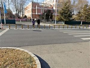 路口安了隔离桩,居民回家绕行一条街,设计师怎么想的?