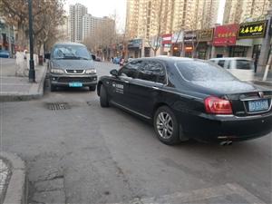 公务用车陕D.SY608堵住东环路五巷口,差点堵死