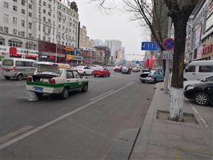 卜奎大街出租车两车相撞