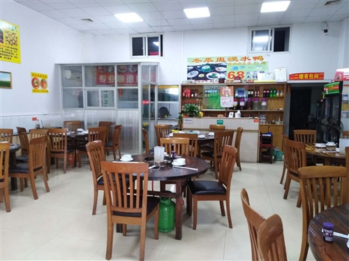 餐厅转让。位于沙评市区,营业中,约两百平方,租期长租金特平3800,  本人有?#24405;?#20110;转让,非诚勿扰