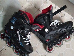 成人滑轮鞋,9成新。80元出售。