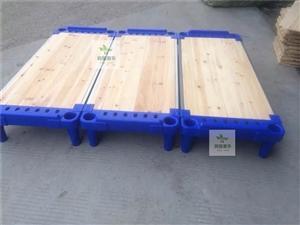 9成新,幼儿园床20个,桌椅2套,消毒柜2个,有要的一口价499元打包出售