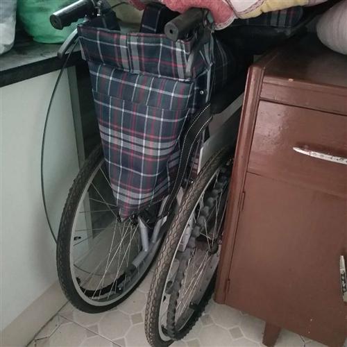 因骨折新买的轮椅,现骨折愈合轮椅出售。9成新,买来460元,现价100元。地址:浦城江滨路万聚兴酒店...