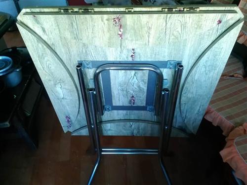 可伸缩可折叠饭桌,八成新,价格50可议,市内,需自提