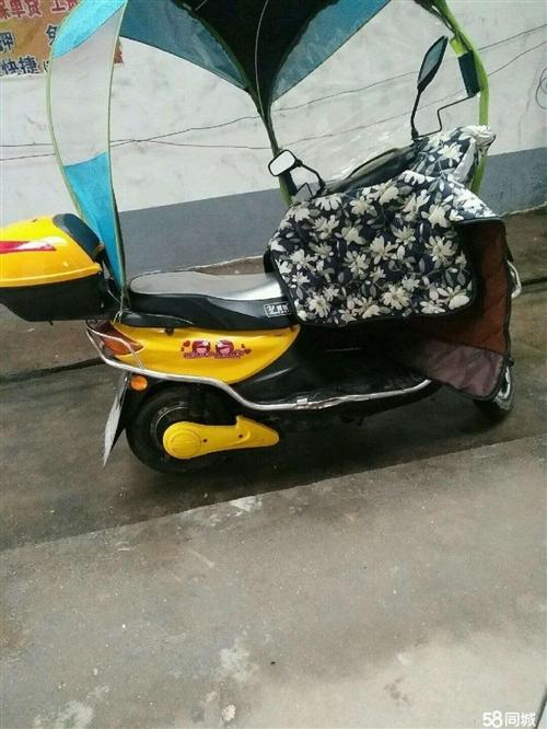 女裝電動車,八九程新,黃色,已買一年多,因為家里有輛女裝摩托車,所以平時比較少開,現在決定把它賣掉,...