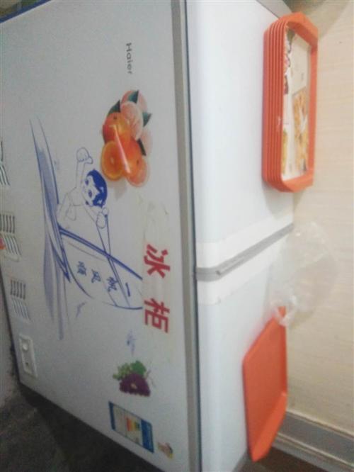 三個冰柜,一個保溫展示柜,三個貨柜,一個封口機,有需要的可以來店里咨詢,地址在海獅路第十中學對面這里...
