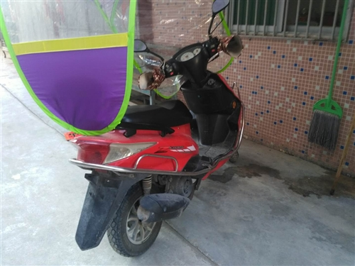 出辆雅雅自骑女装摩托车,家里放着很少骑