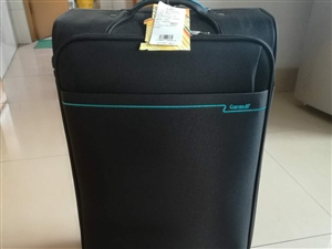 出售全新行李箱一个,全新的卡拉羊品牌。价格便宜,需要的可以联系。