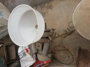 因拆迁农村加工房机器一套,没有地方安置,低价出售,电话:18608065531,价格面议,微信同号