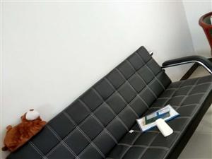 皮沙发,钢架结实耐用。美观大方。800买的,用了三个月。便宜着急处理,要的快快快!价格可商议。蓝田县...