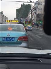 公交车不走专用车道,占用普通机动车道,是否合理?