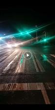 东江红绿灯真是奇葩,双向绿灯,双向转弯也是绿灯。