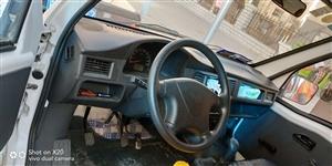 五菱之光面包车,一四年上牌,行驶二万公里,自己用,车况良好。